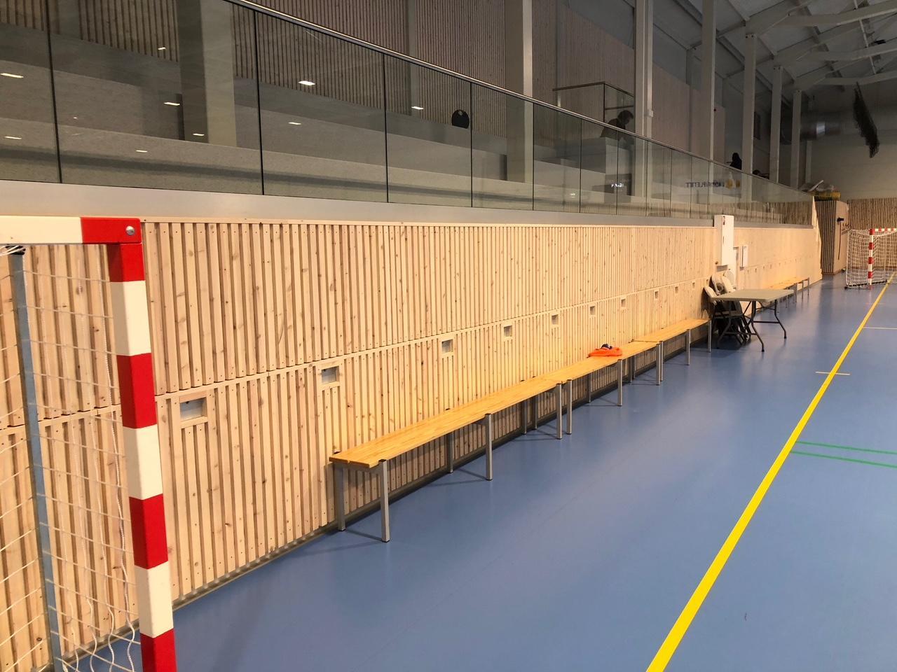 Sandarhallen - ny tribune ferdig