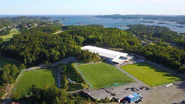 Vesterøya Idrettspark - 2 stk. 11'er kunstgress samt gressbane